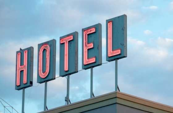 Hotel sign against a blue sky.