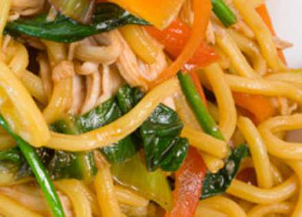 Hong Kong Style Noodles with Chicken and Vegetables