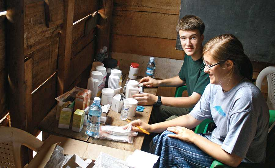 Guideposts: Joshua and Jessica Gash at the Ugandan medical clinic where they volunteered