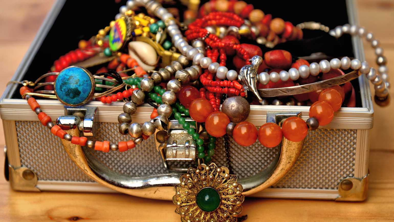We are jewels in God's sight. An excerpt from God Glimpses from the Jewelry Box.