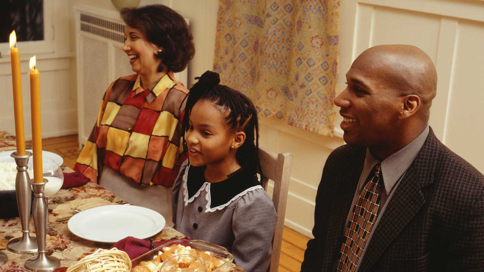 4 prayers to read around the Thanksgiving table.
