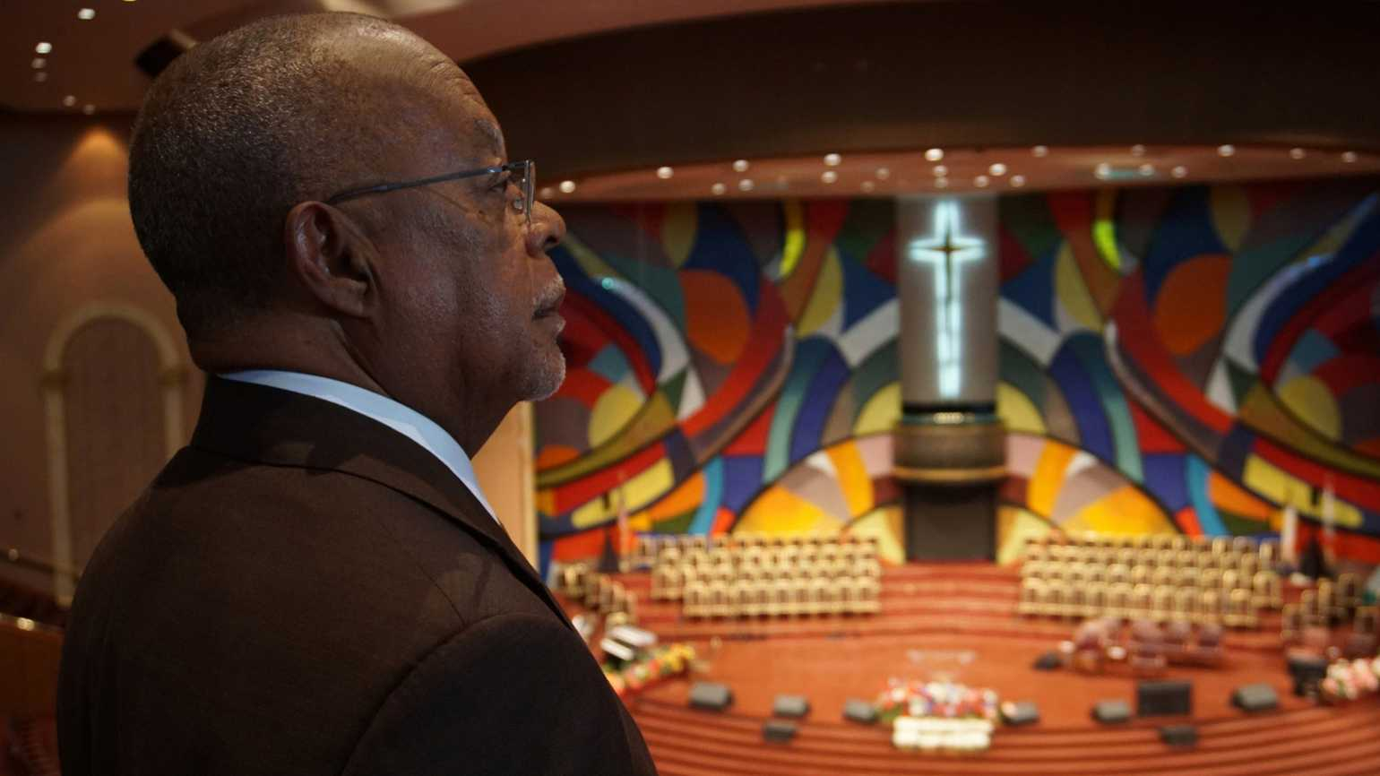 Henry Louis Gates Jr., admires Church of God In Christ West Angeles mural (Courtesy of McGee Media)