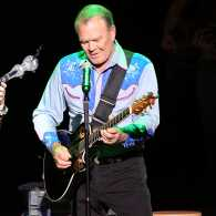 Glen Campbell plays guitar with daughter Ashley