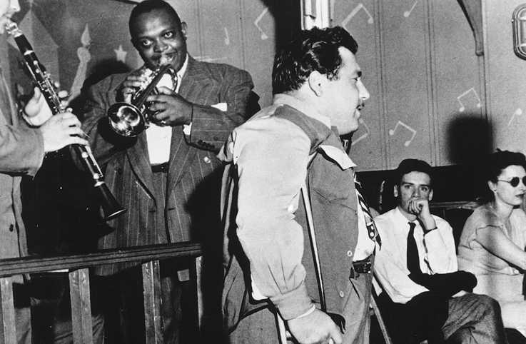 Doc Pomus performs in a nightclub; credit: Michael Ochs Archives/Getty Images