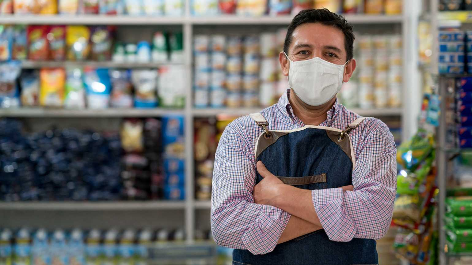A grocery clerk with a Covid-19 mask