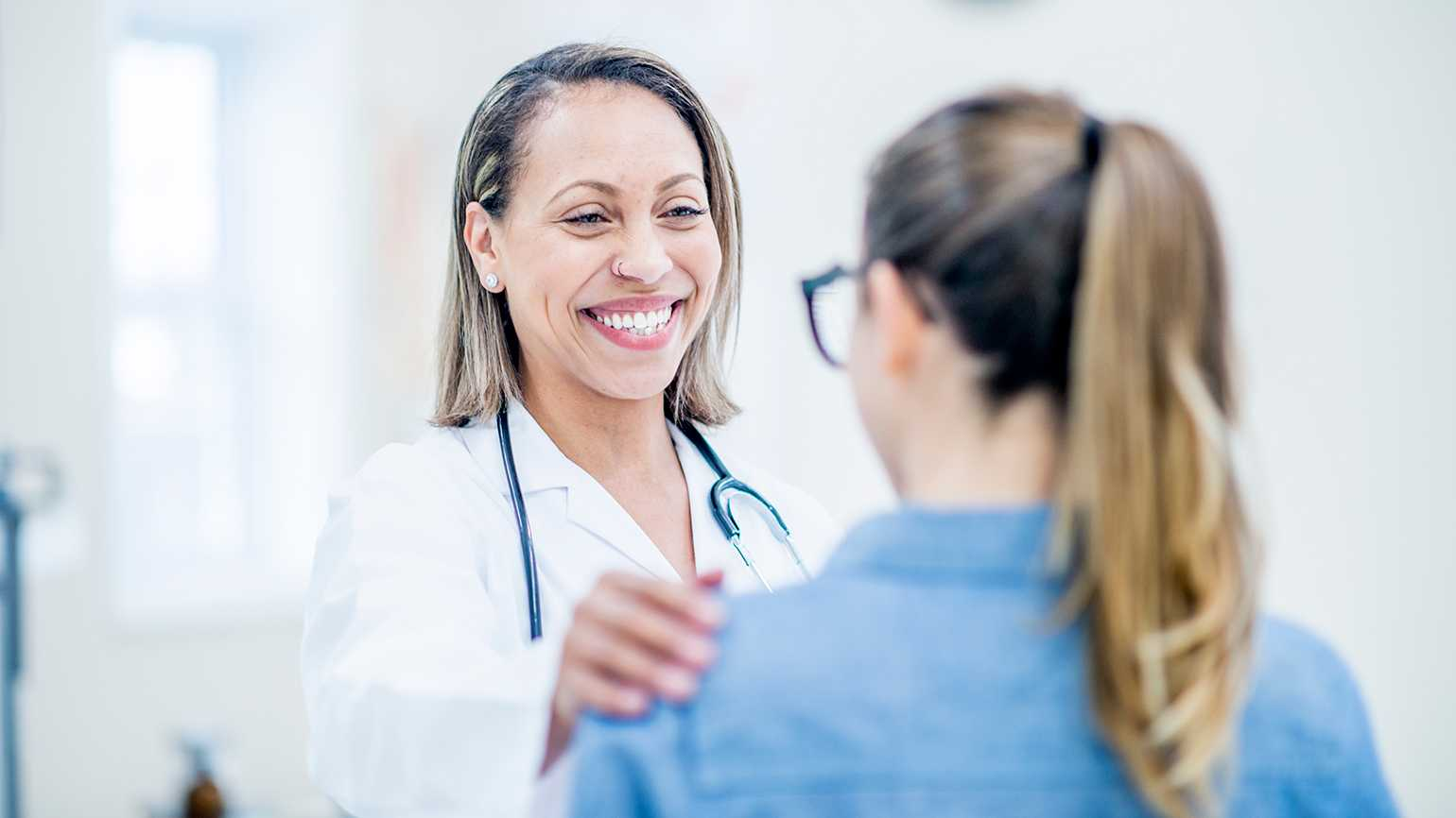 A positive doctor meets with a patient