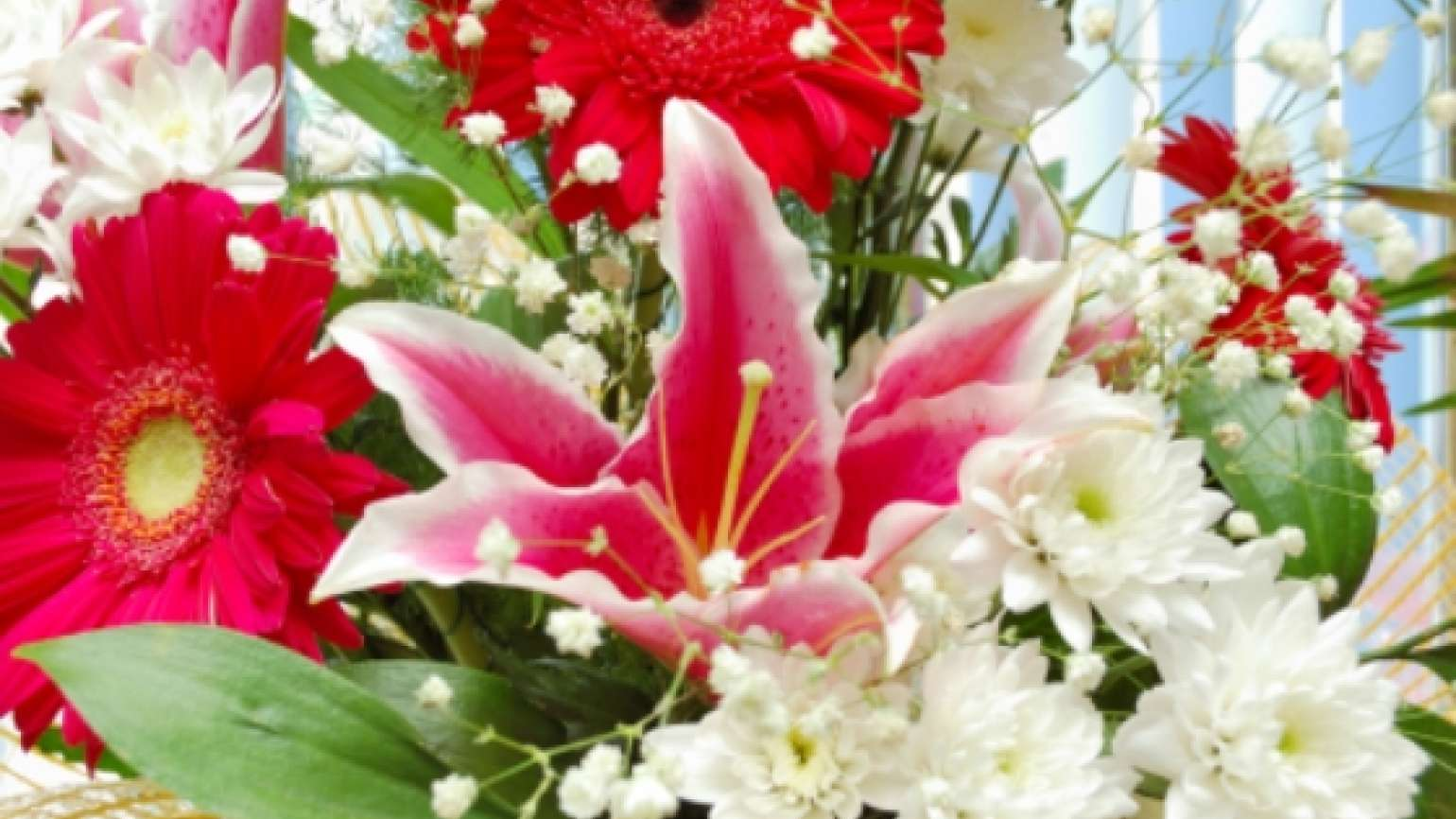 beautiful bouquet of daisies and lillies