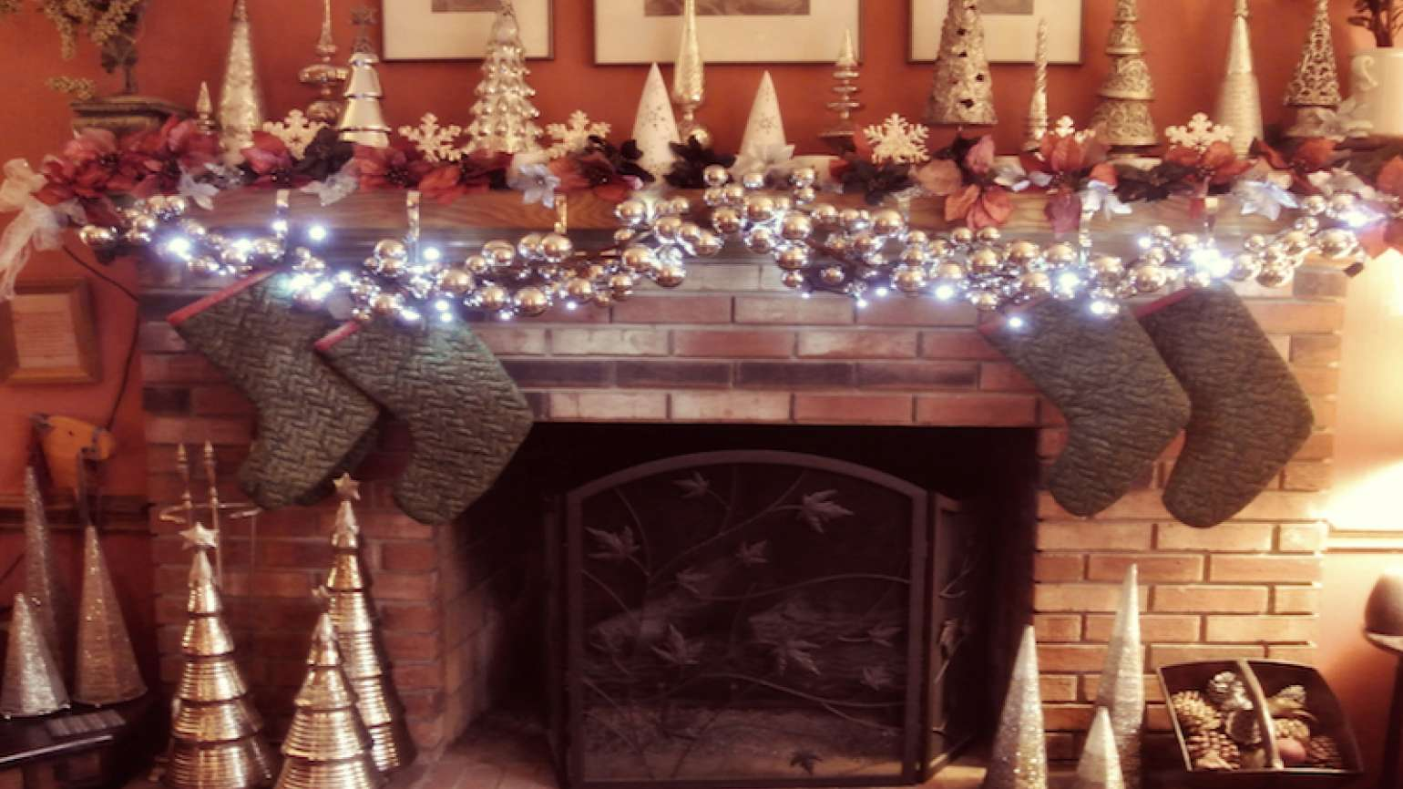 Edie Melson's mantle at Christmas.