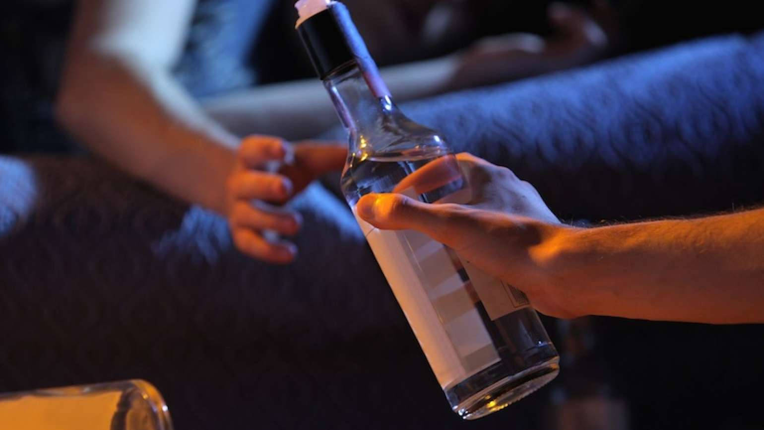 Protect your teen from drinking. Photo from 123RF(r).