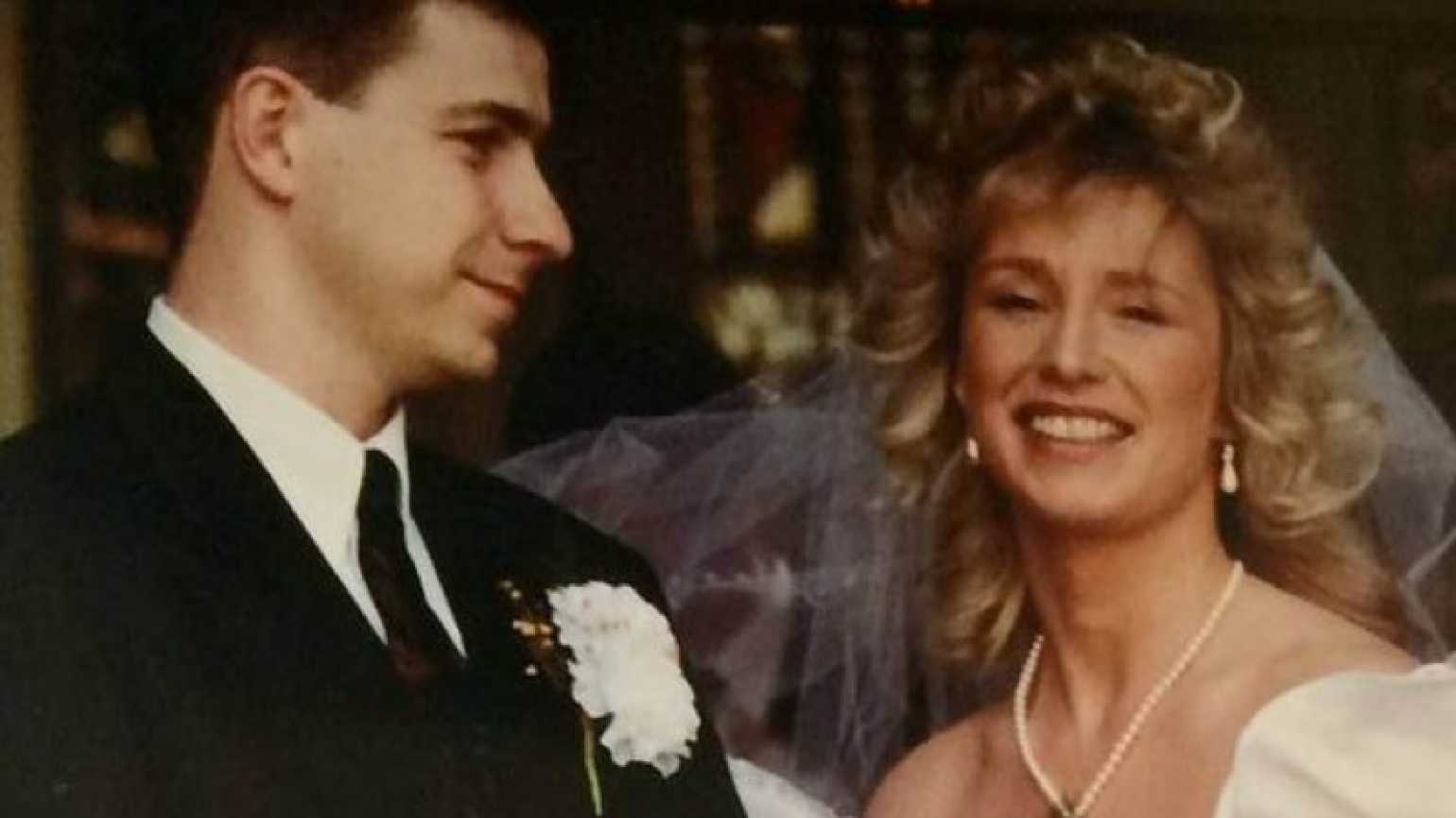 Steve and Maria on their wedding day, 21 years ago. Credit: Daily Express.