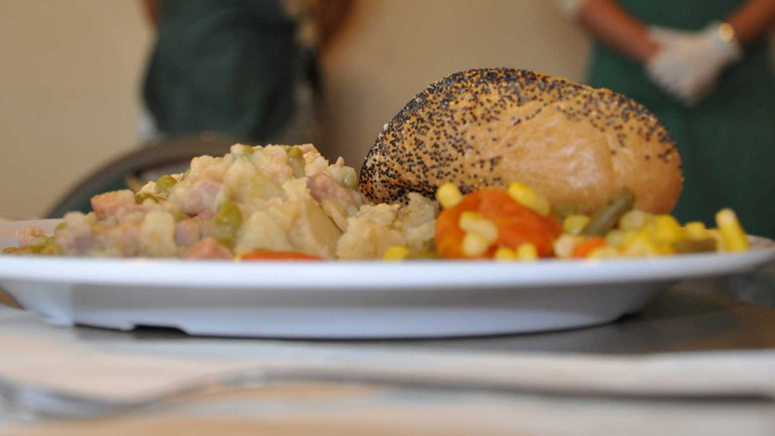 Guideposts: A Thanksgiving meal served at a soup kitchen