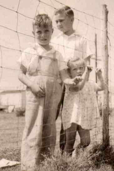 Wanda Clemmens with her two brothers
