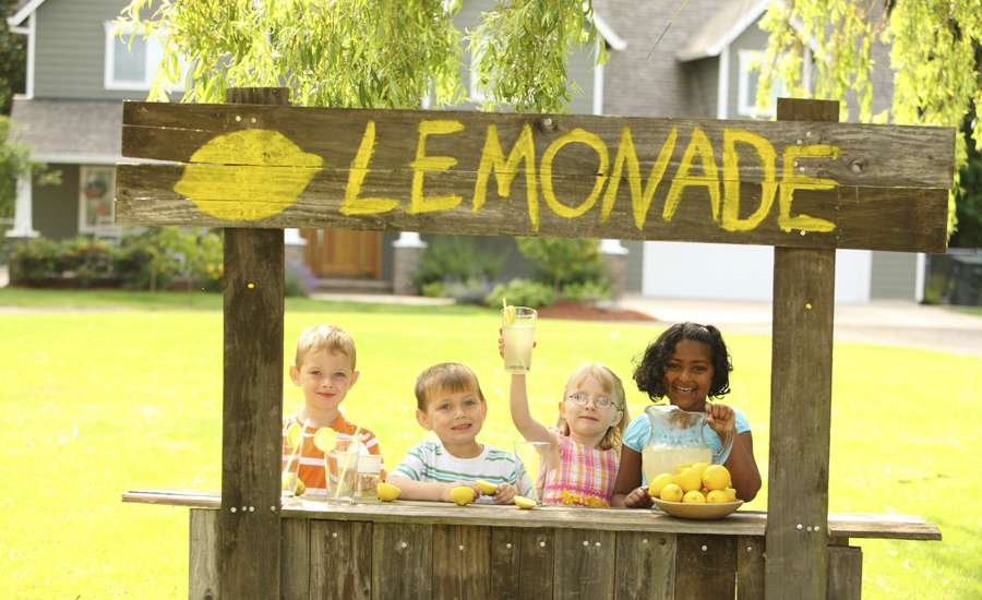 kids at a lemonade stand in the summer
