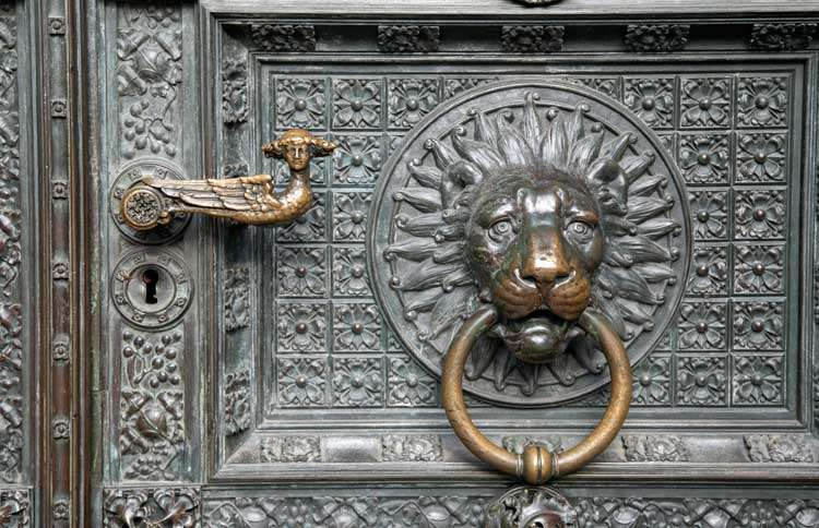 Guideposts: The main door of the Cologne Cathedral