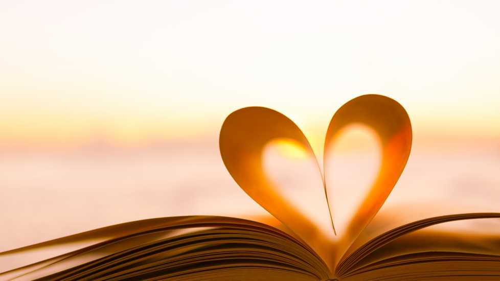 Book pages in the form of a heart.
