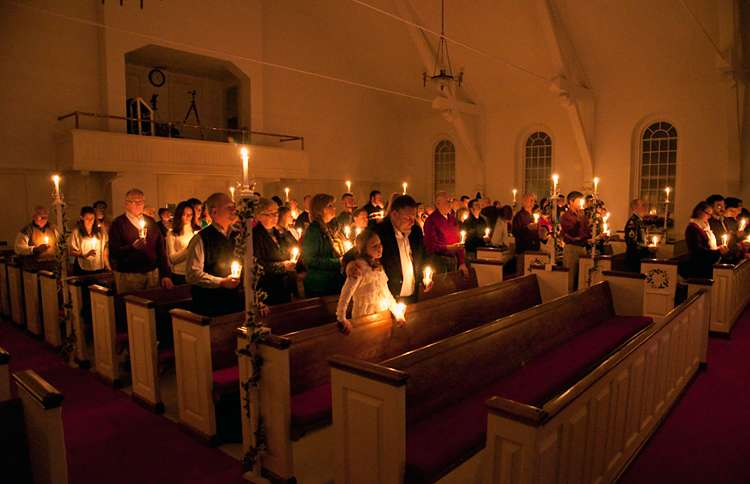 Guideposts: A candlelit Christmas Eve service