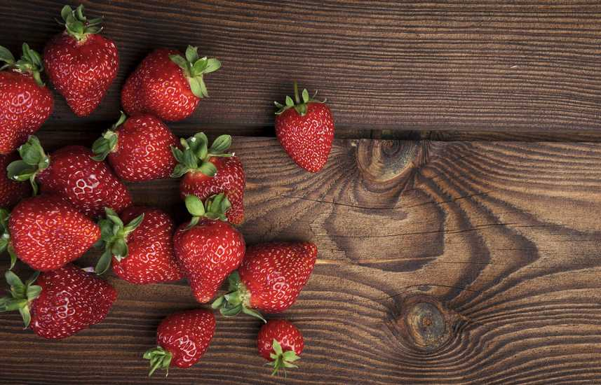 Healthy Summer Fruits to Add to Your Diet: Strawberry make a great summer fruit snack. better living health wellness