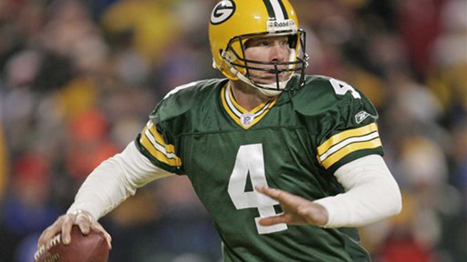 The quarterback of the Green Bay Packers, Brett Favre in action.
