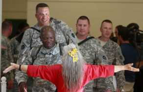 Guideposts: Elizabeth Laird, the Fort Hood Hug Lady, gives hugs to soldiers deploying