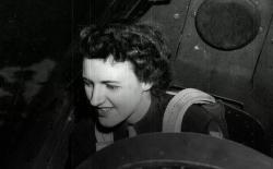 Lillian Yonally, WWII pilot