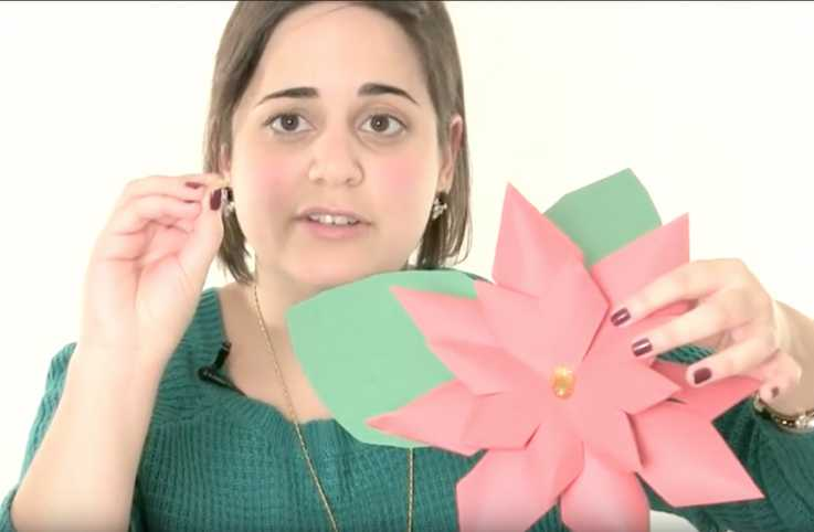 Quick n' Crafty: Do-It-Yourself Paper Poinsettias