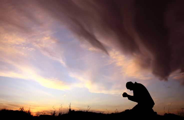A man using his strength in his prayer during the period of fasting.