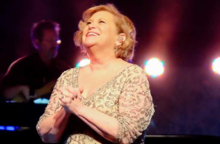 Sandi Patty performing