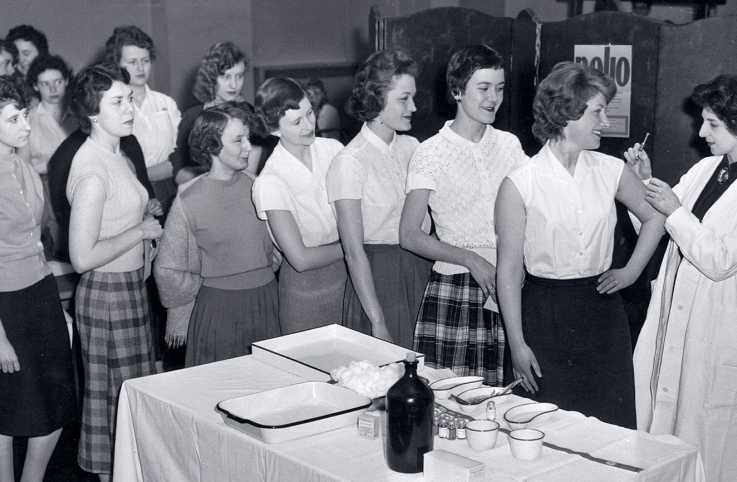 1950s teens line up for the polio vaccine