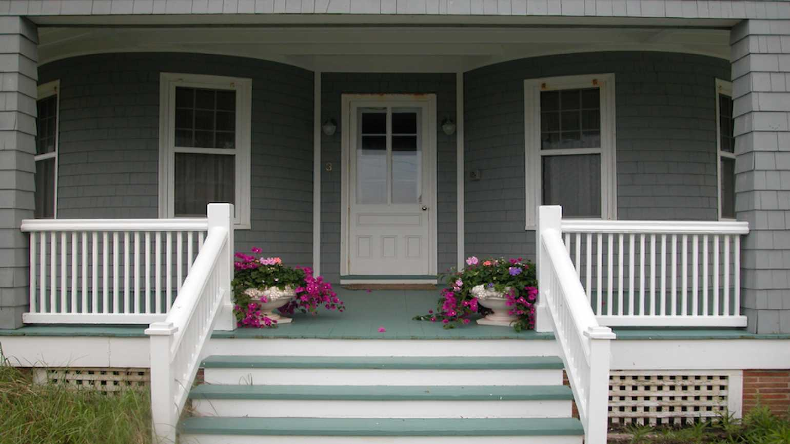 Porch steps. Thinkstock.