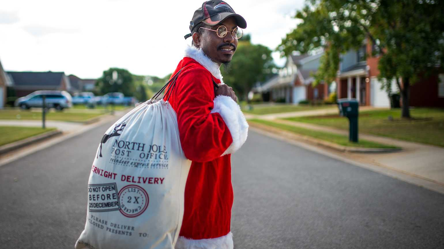 Rodney Smith Jr. brings Christmas cheer to the homeless