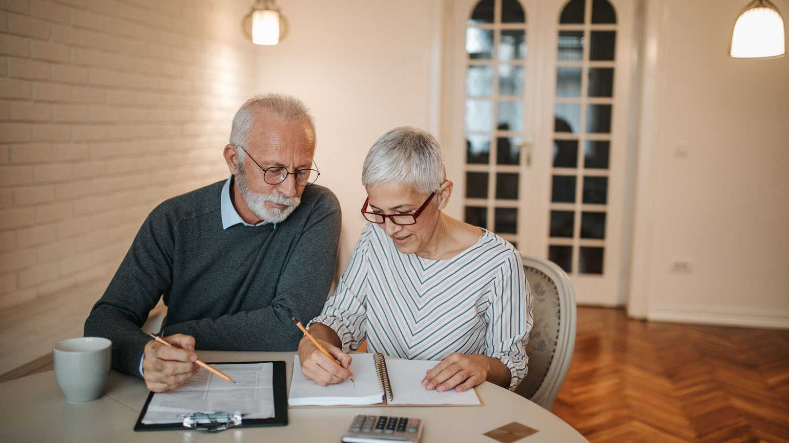 A couple working together on their credit score.