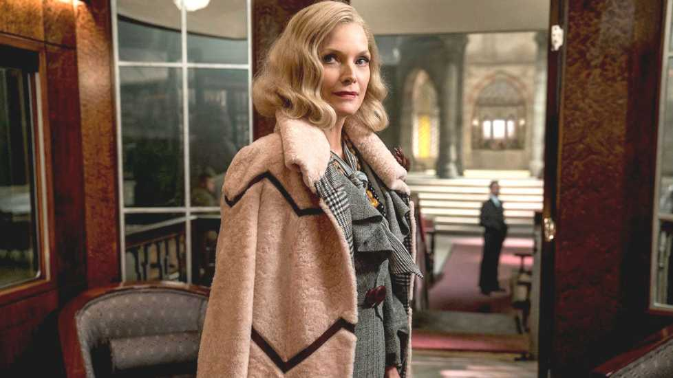 Michelle-Pfeiffer-Murder-On-The Orient-Express
