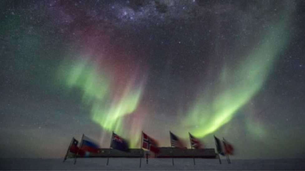 Northern light show at the South Pole.