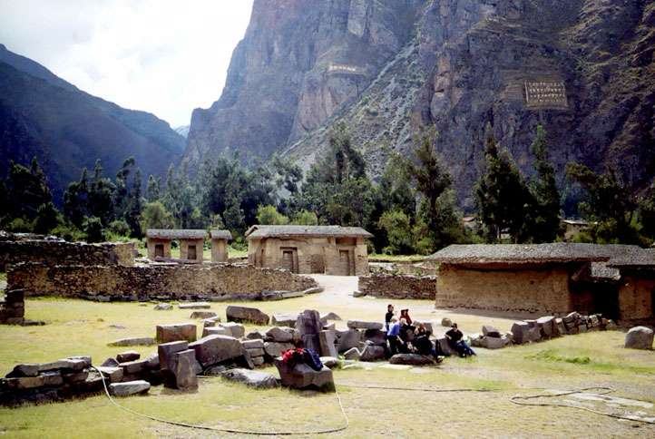 Taking a break at Ollantaytambo