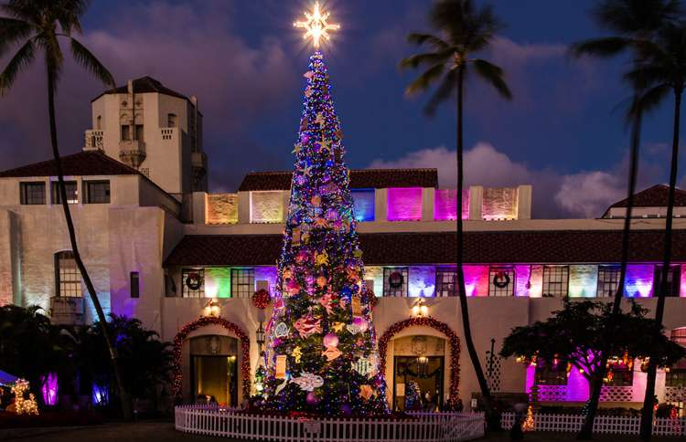 Guideposts: This tree, which stands near Honolulu's city hall, is decorated with 4,000 lights and dozens of ornaments of varying sizes.
