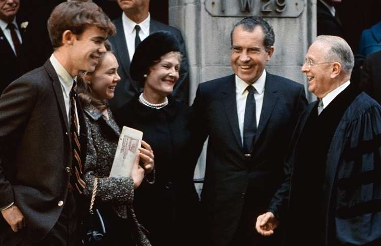 David Eisenhower, Julie Nixon, Pat Nixon, President Richard Nixon and Norman Vincent Peale