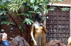 A statue of Shakespeare's Juliet Capulet